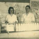 Eiscreme als Eiscreme als Familiengeschäft: Die Oliviers in ihrer Eisdiele in Werdau, Sachsen, um 1950 © Auswandererhaus/dpa